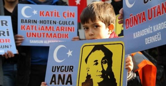cin_zulmu_samsunda_protesto_edildi